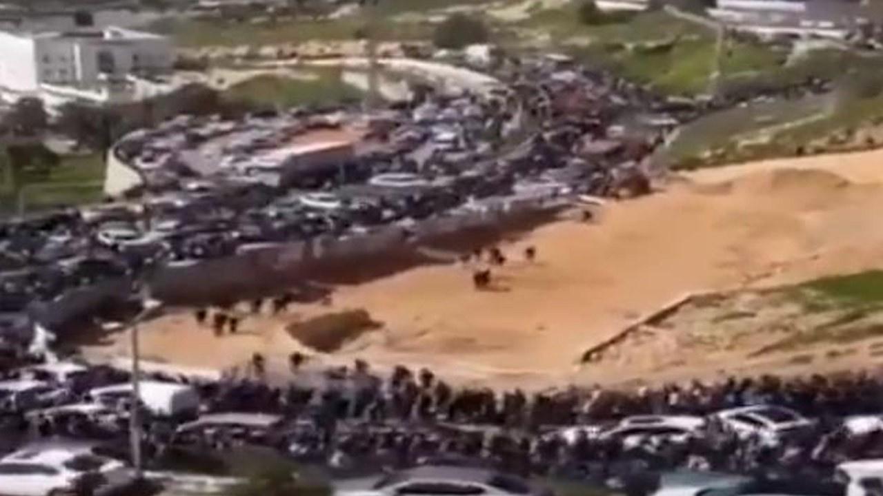 Binlerce Filistinli Mescid-i Aksa'ya yürüyor!