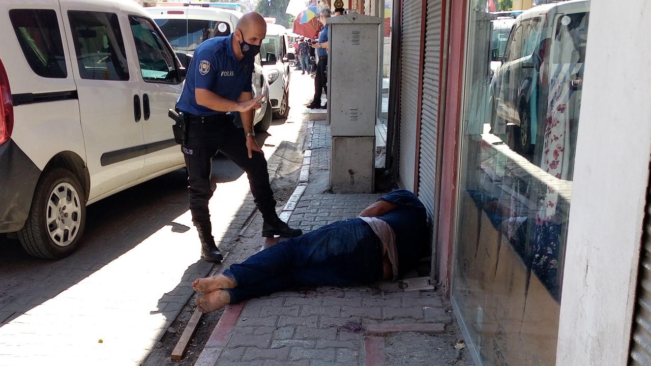 Bıçaklı kavgada iki kardeş ve bir polis yaralandı
