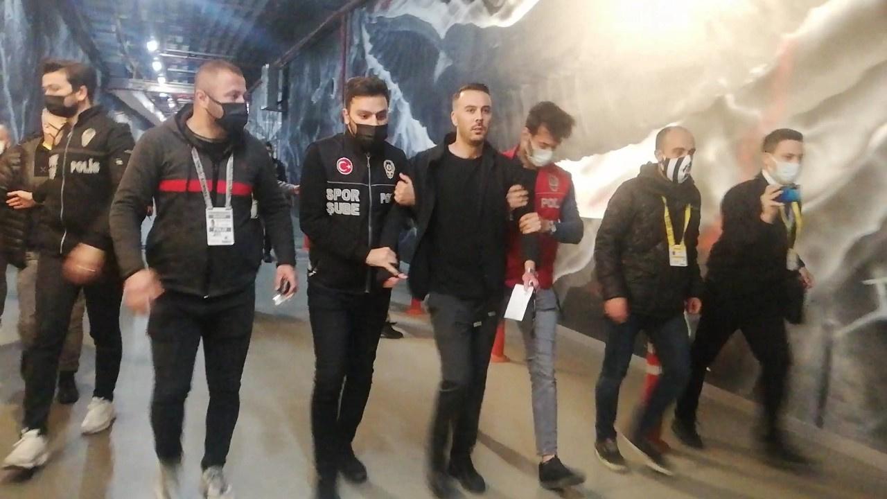 Beşiktaşlı iki futbolcu tedbirli olarak...