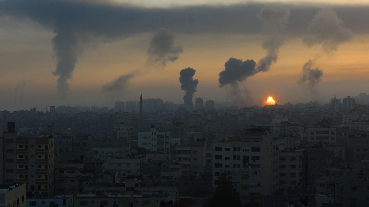 Gazze güne İsrail bombalarıyla uyandı!