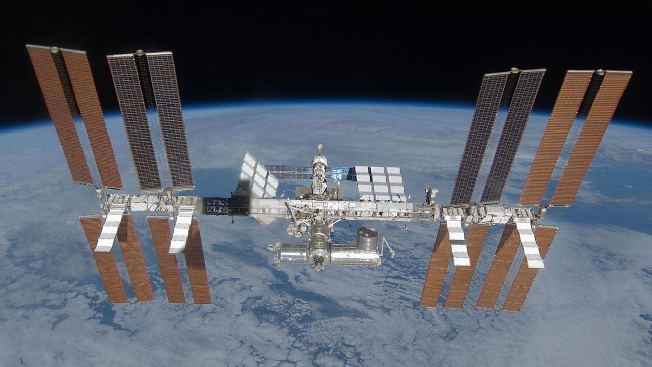 Rusya ISS'e yönetmen ve oyuncu gönderiyor