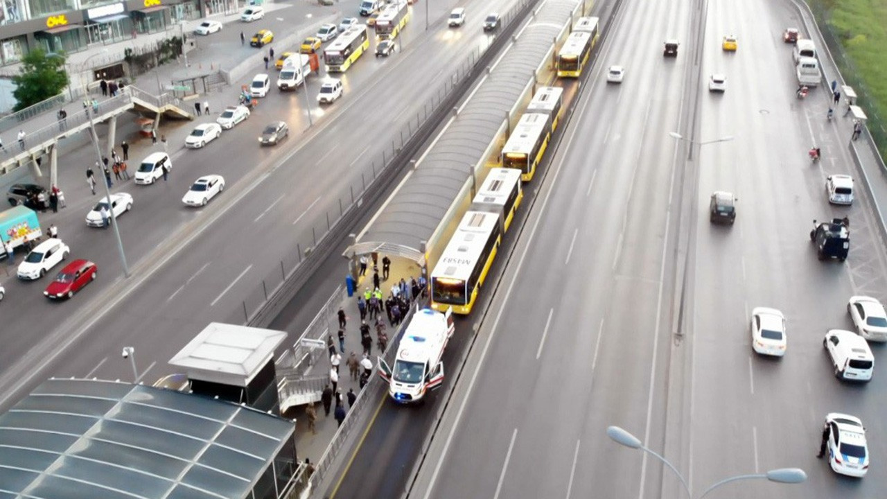 İstanbul'da bir metrobüs rehin alındı