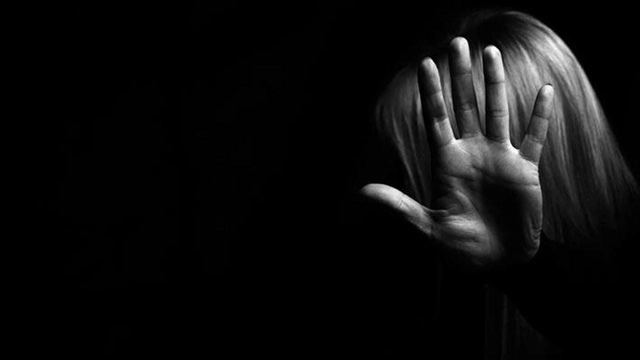 Takdir belgesi karşılığında cinsel istismar
