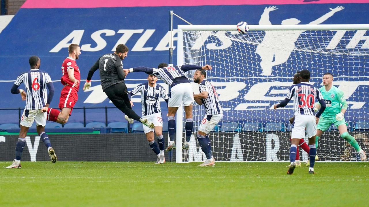 Liverpool'u kaleci Alisson'un golü kurtardı