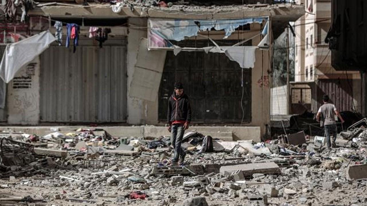 Gazze'de enkaz altından mucize çıktı!