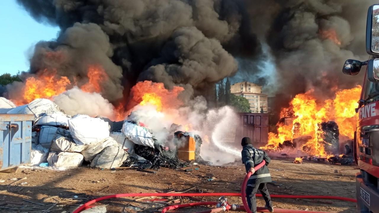 Geri dönüşüm tesisinde büyük yangın! Panik yarattı