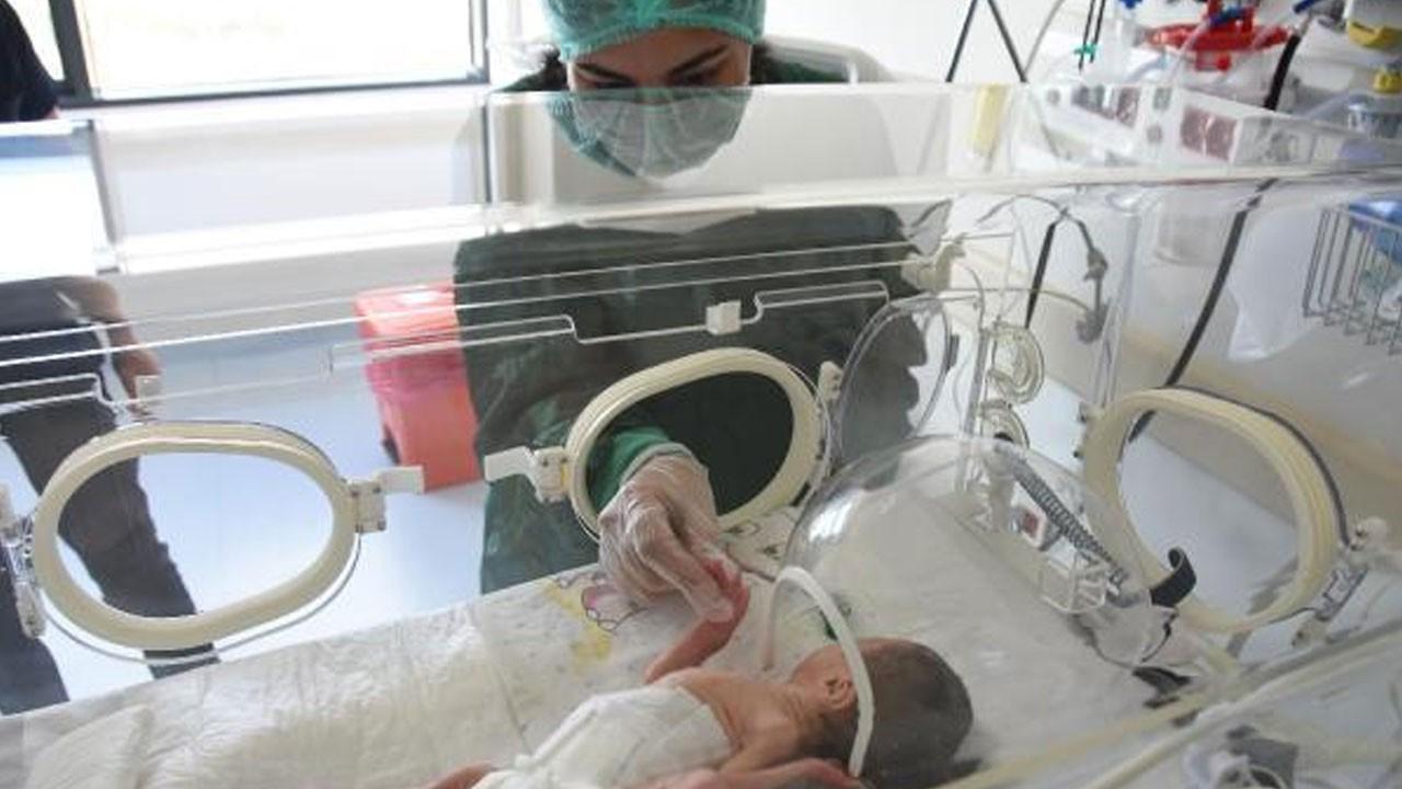 Entübeyken dünyaya getirdiği bebeğiyle tanıştı