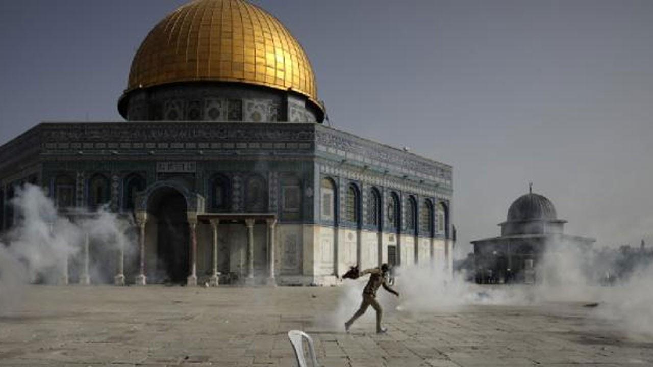 İsrail Mescid-i Aksa'ya yine saldırdı!
