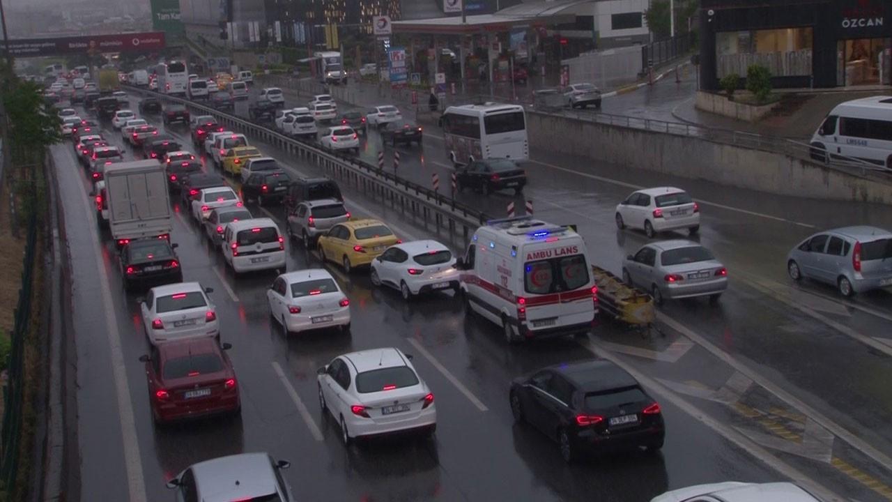 İstanbul'da yağmur trafiği!