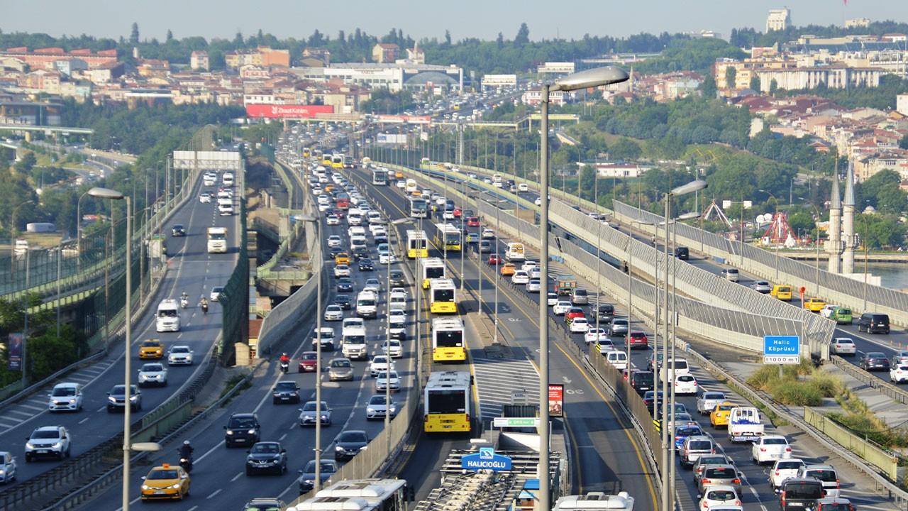 Yola çıkacaklar dikkat! Trafik yoğunluğu başladı!
