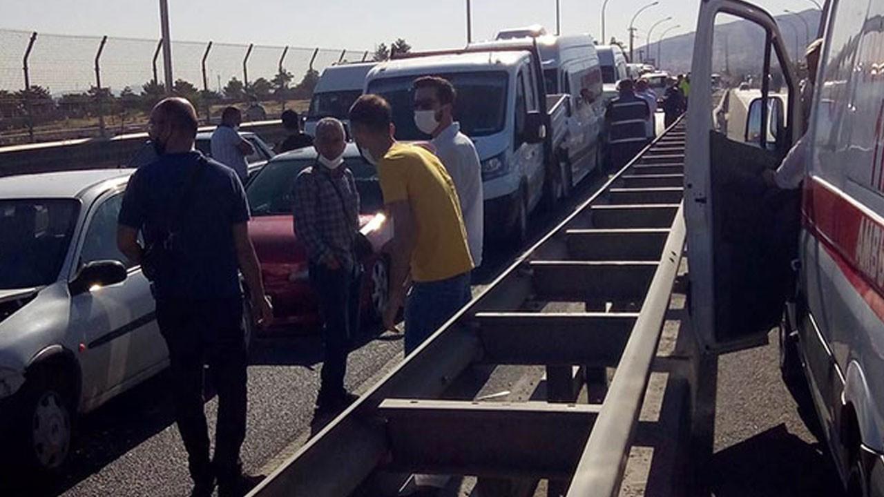 Zincirleme kaza, 9 araç birbirine girdi! 21 yaralı