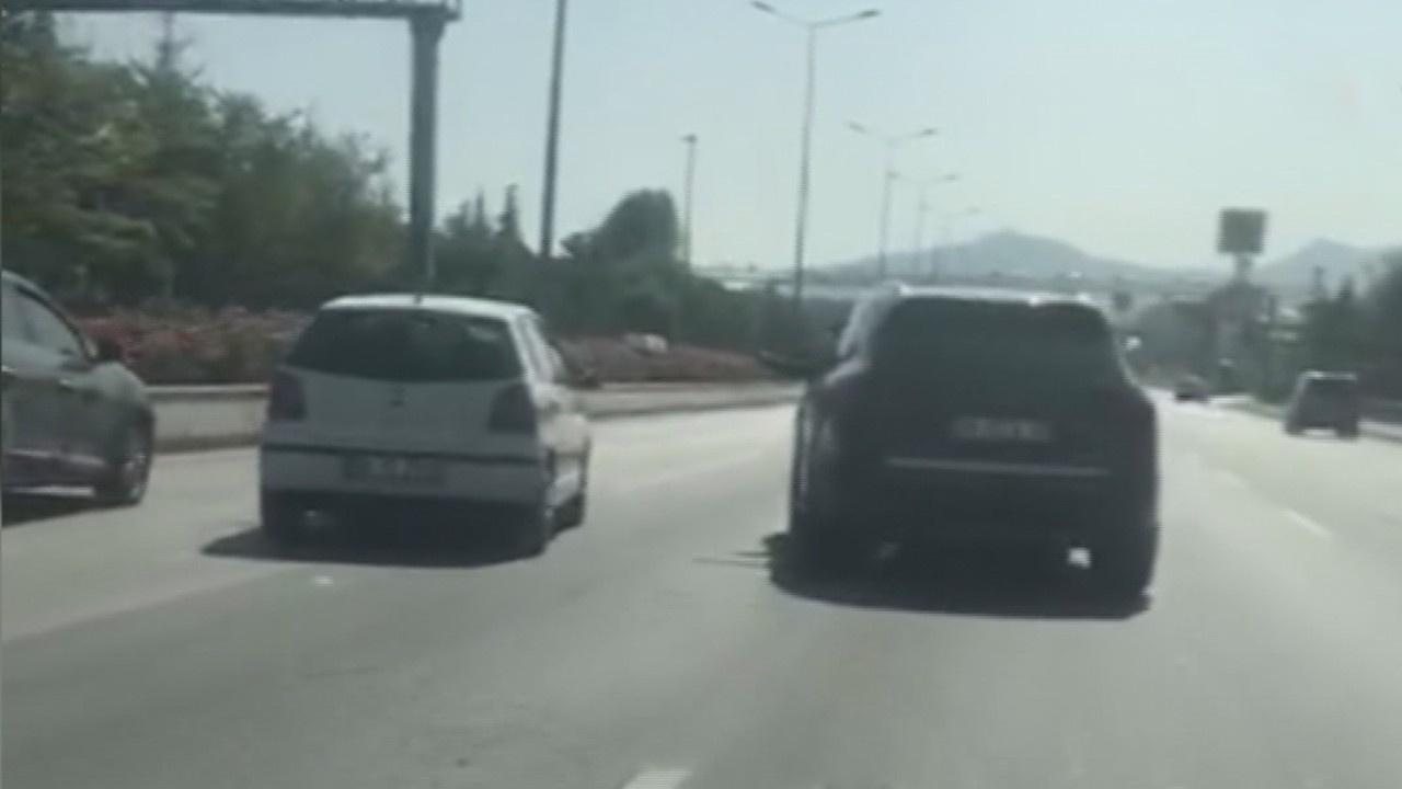 Trafikte tehlikeli tartışma kamerada