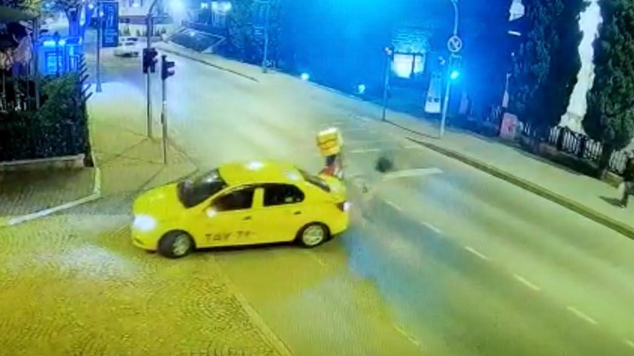 Taksiye çarpan motosikletli havada takla attı
