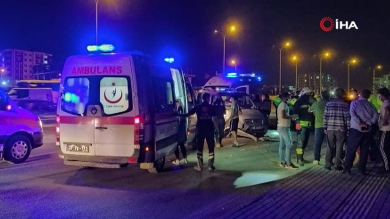 Gaziantep'te iki araç çarpıştı: 8 yaralı