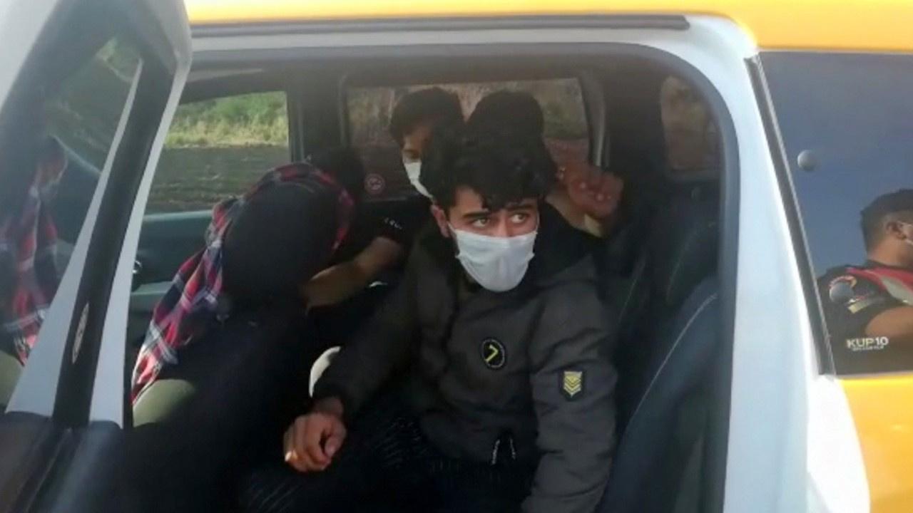 Taksiyle göçmen kaçakçılığı yaptılar!