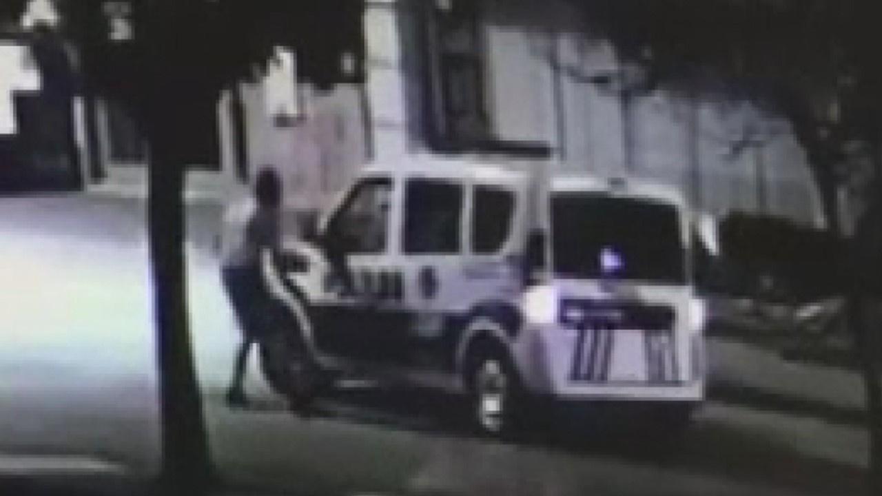 Polislere bıçakla saldıran şahıs dehşet saçtı!