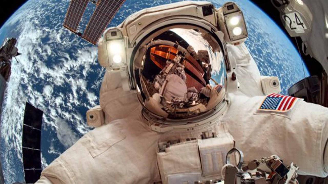 2021 yılının ilk uzay yürüyüşüne başladılar