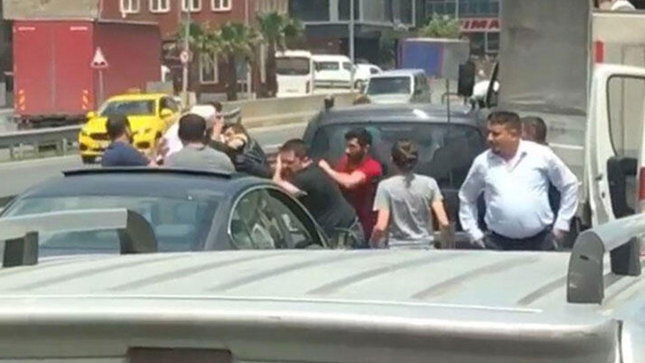 Trafikte tekme tokat yol verme kavgası