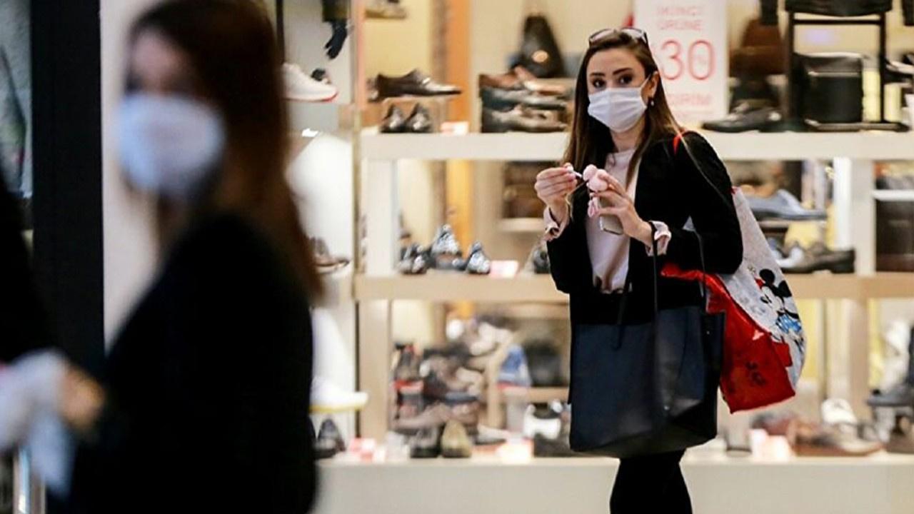Kapalı alanda maskeleri çıkarmaya hazırlanıyorlar!