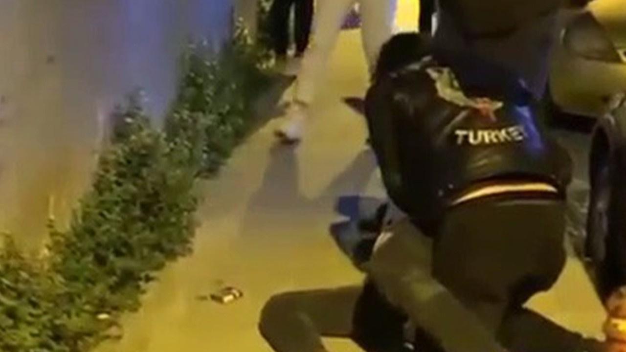 Darp edilen kadını motosikletliler böyle kurtardı