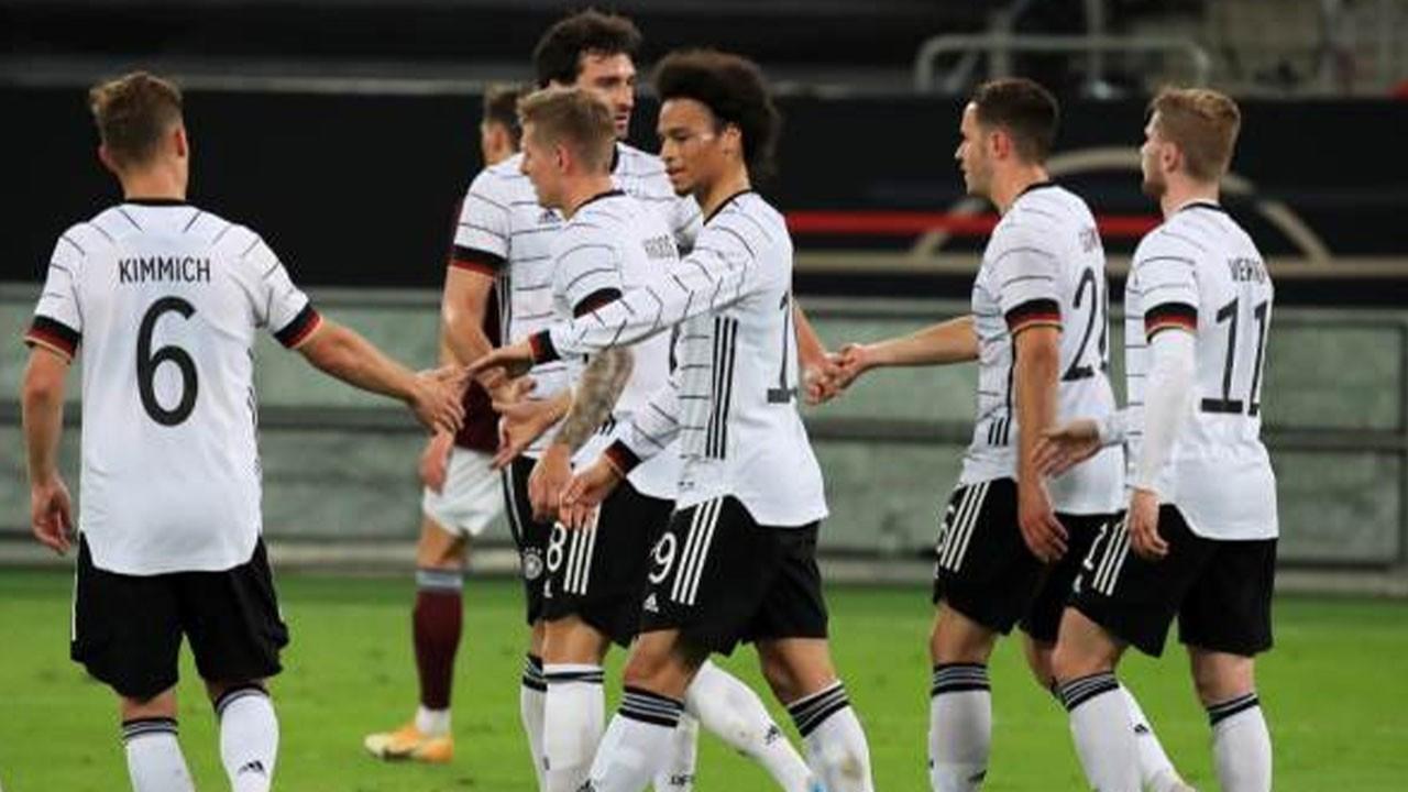 Almanya, Letonya'ya gol oldu, yağdı!
