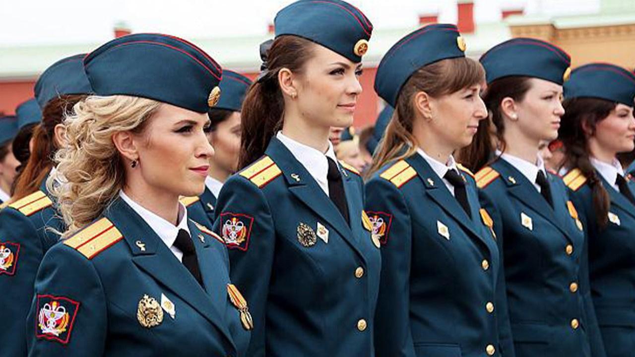 Kadın gardiyanlar arasında güzellik yarışması
