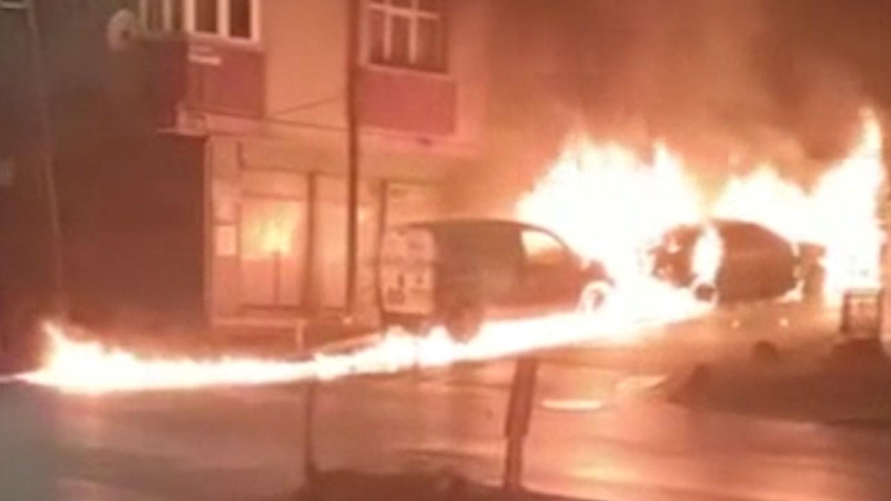 Kız arkadaşı ayrıldı... Ailenin arabasını yaktı!