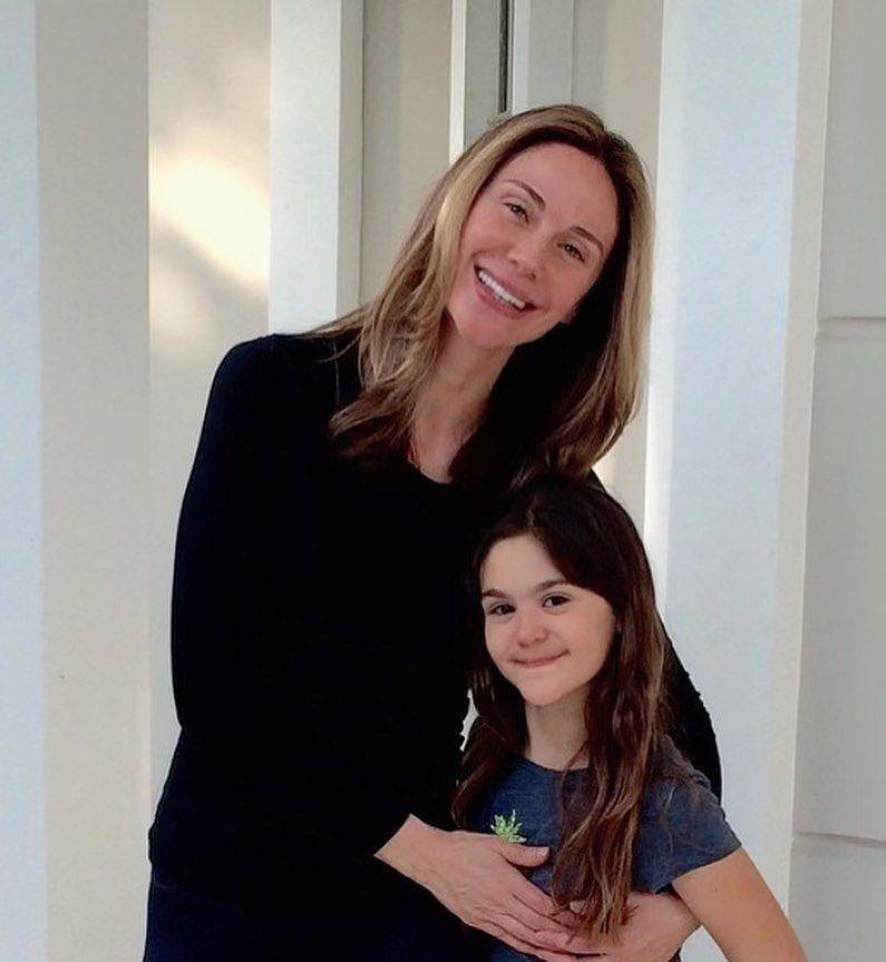 Güzelliğini annesinden almış! Demet Şener'in kızının son hali görenleri şaşırttı - Sayfa 1