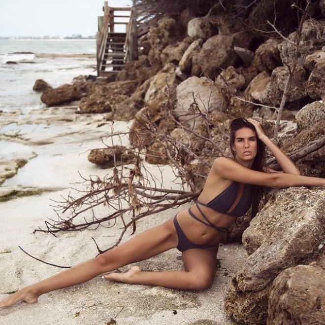 Ünlü model vücudunun özel yerlerini bantlayıp Times Meydanına çıktı! - Sayfa 2