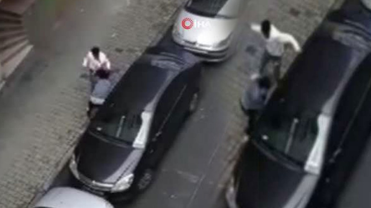 Hamile eşine sokak ortasında meydan dayağı çekti