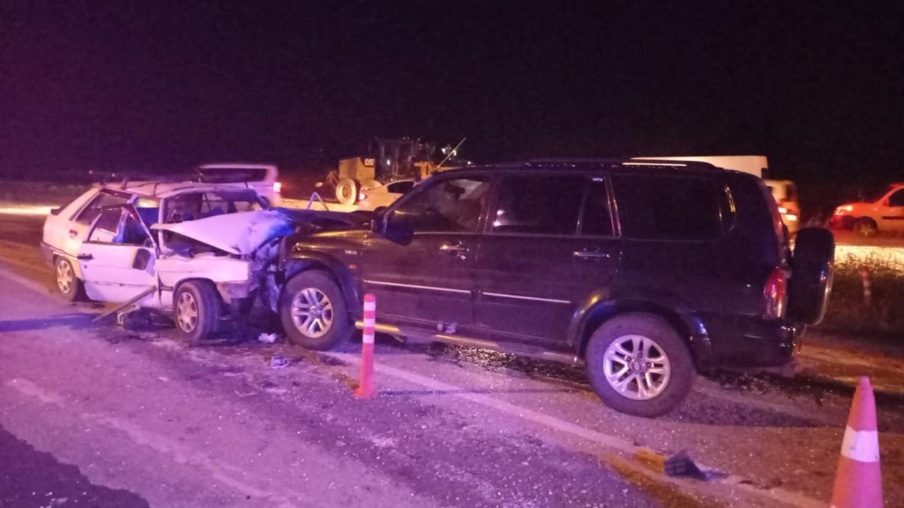 Feci kaza.. İki araç kafa kafaya çarpıştı
