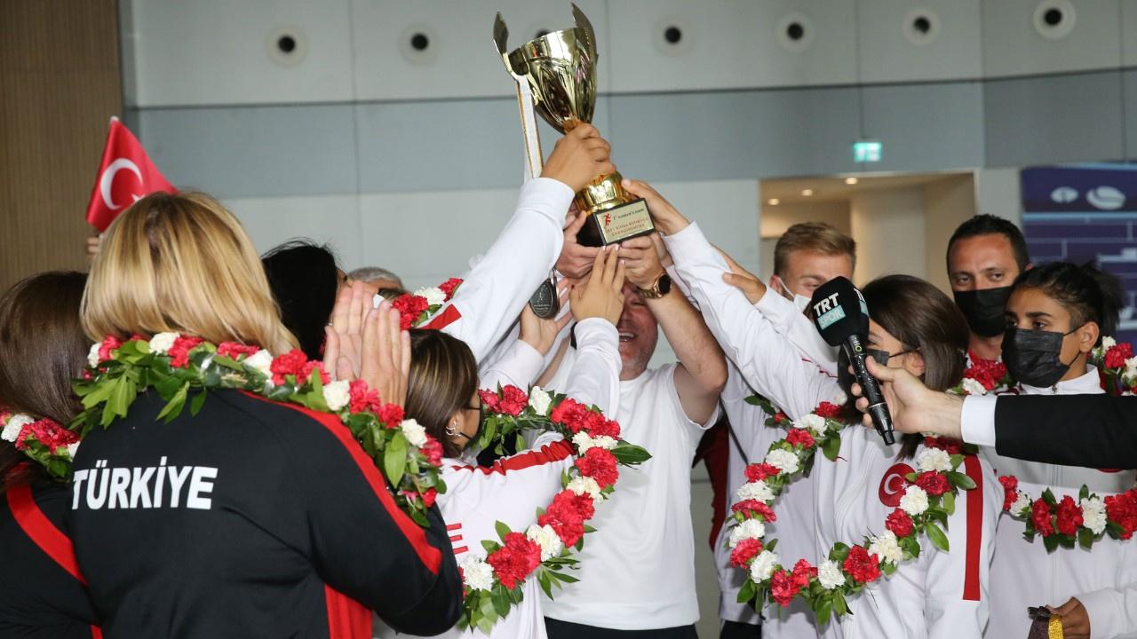 Şampiyon özel milli sporcular Türkiye'ye döndü