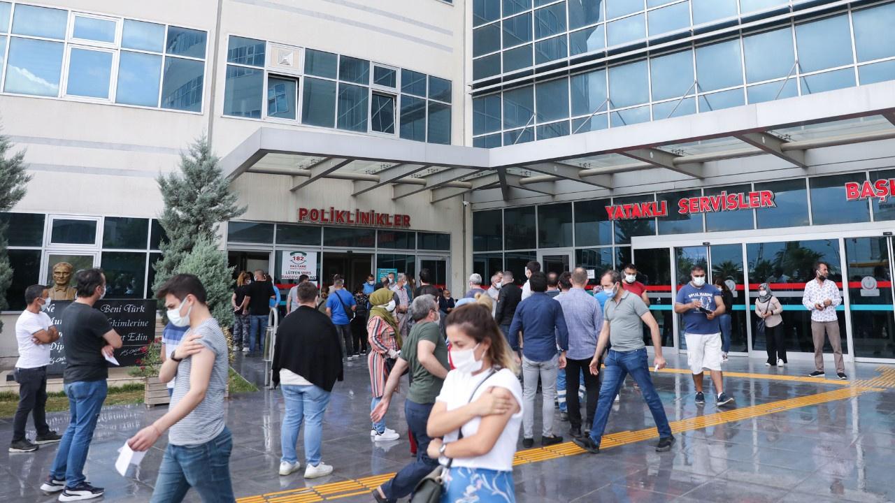İzmir'de aşı yoğunluğu... Hastaneler kalabalık