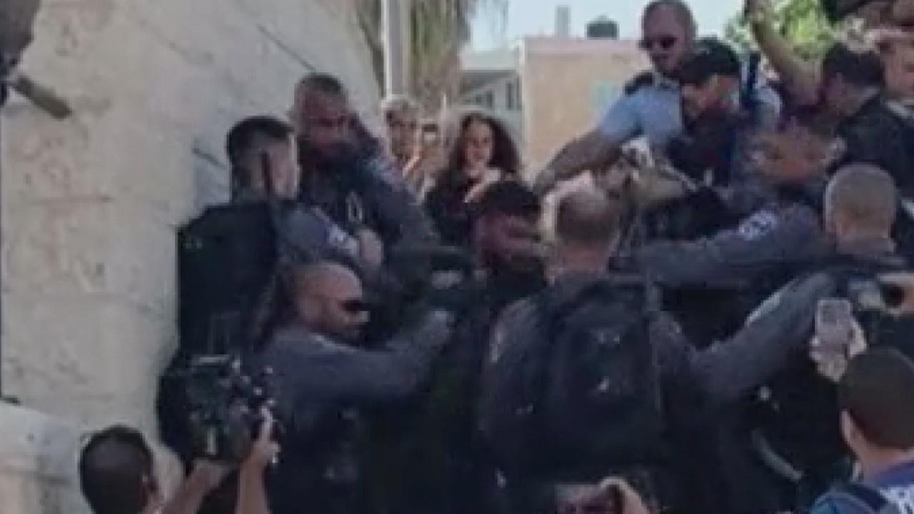 Şam Kapısı önünde Filistinlilere müdahale ettiler