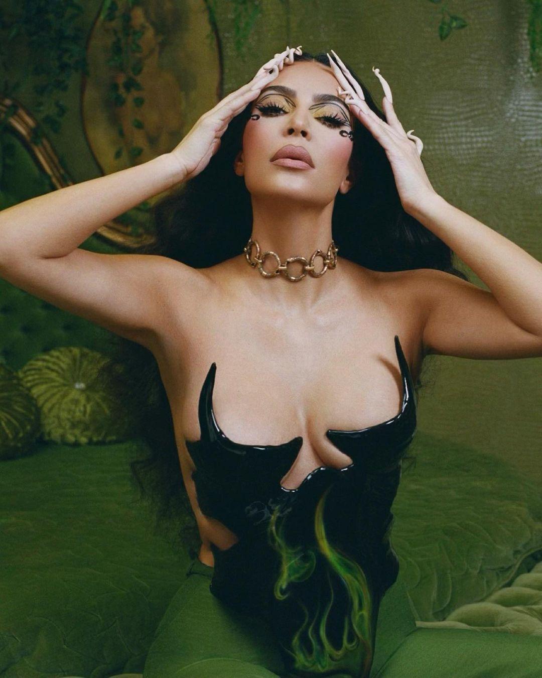 Dünyaca ünlü şov yıldızı Kim Kardashian öyle bir korse giydi ki… - Sayfa 3