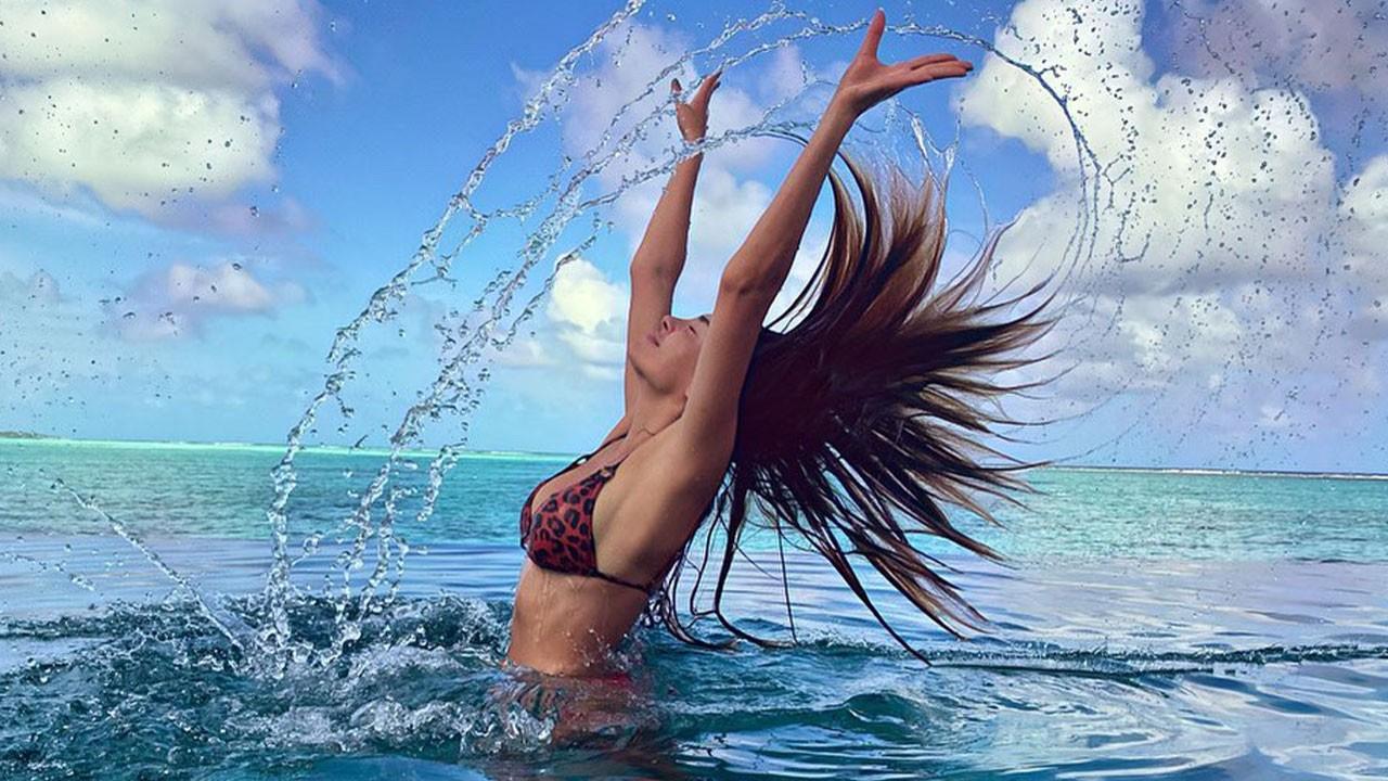 Ebru Şahin'in bikinili pozları nefes kesti!