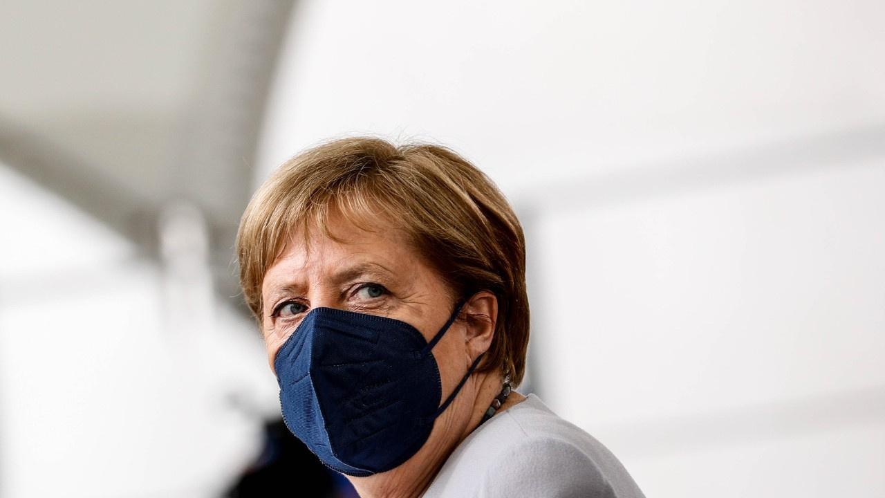 Merkel ikinci dozu da BioNTech olmadı