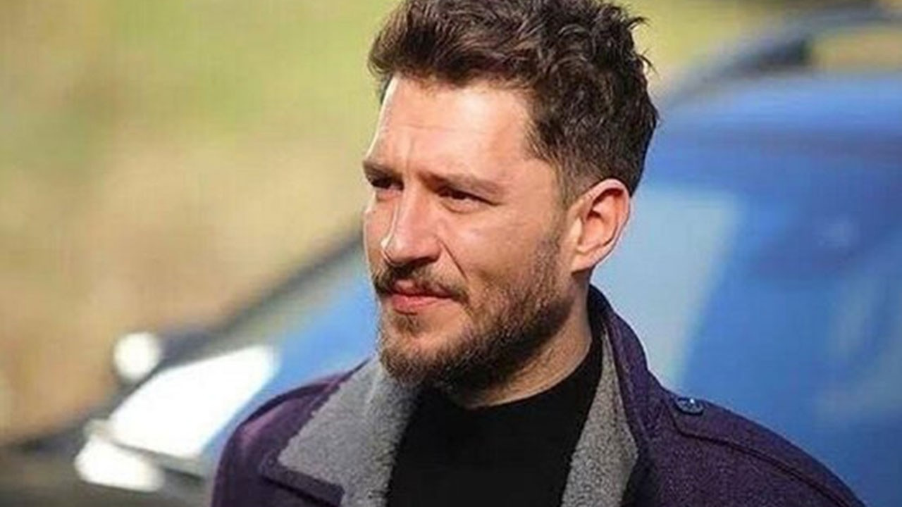 Berrak Tüzünataç ile yollarını ayıran Uraz Kaygılaroğlu, ünlü oyuncuyla dudak dudağa yakalandı!