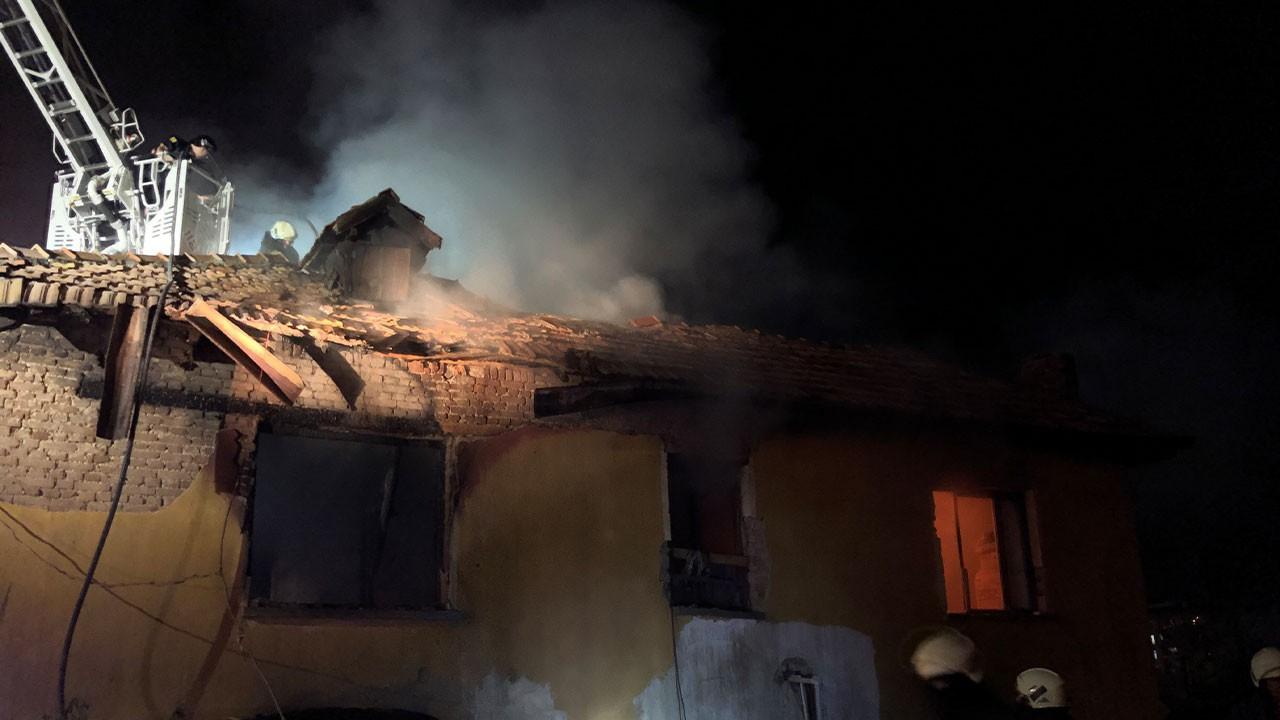 3 küçük kardeş yangında hayatını kaybetti