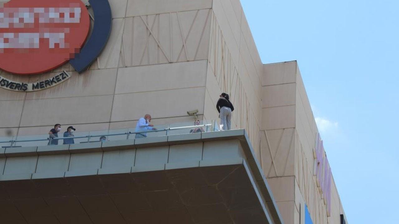 Alışveriş merkezinde intihar girişimi!