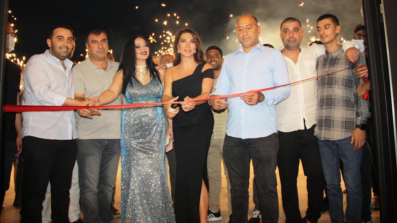 Açılışı Ebru Yaşar yaptı