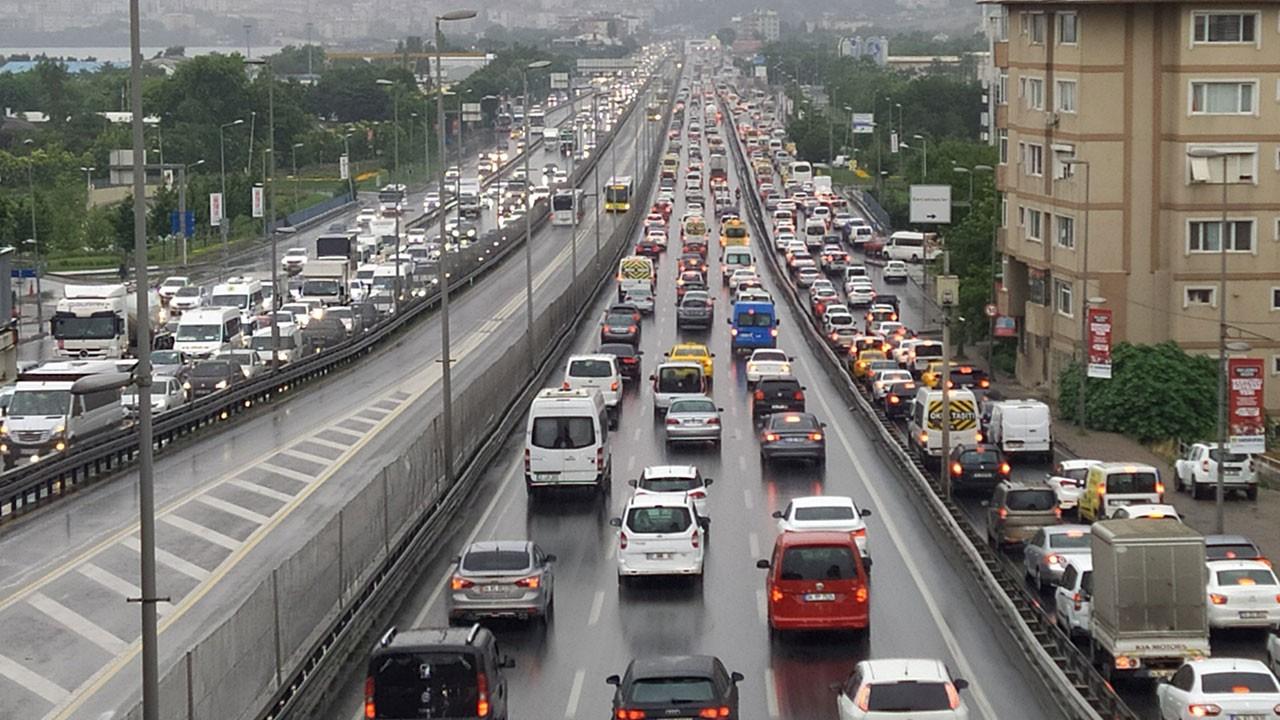 Bayram yoğunluğuna dikkat! Trafik kilit