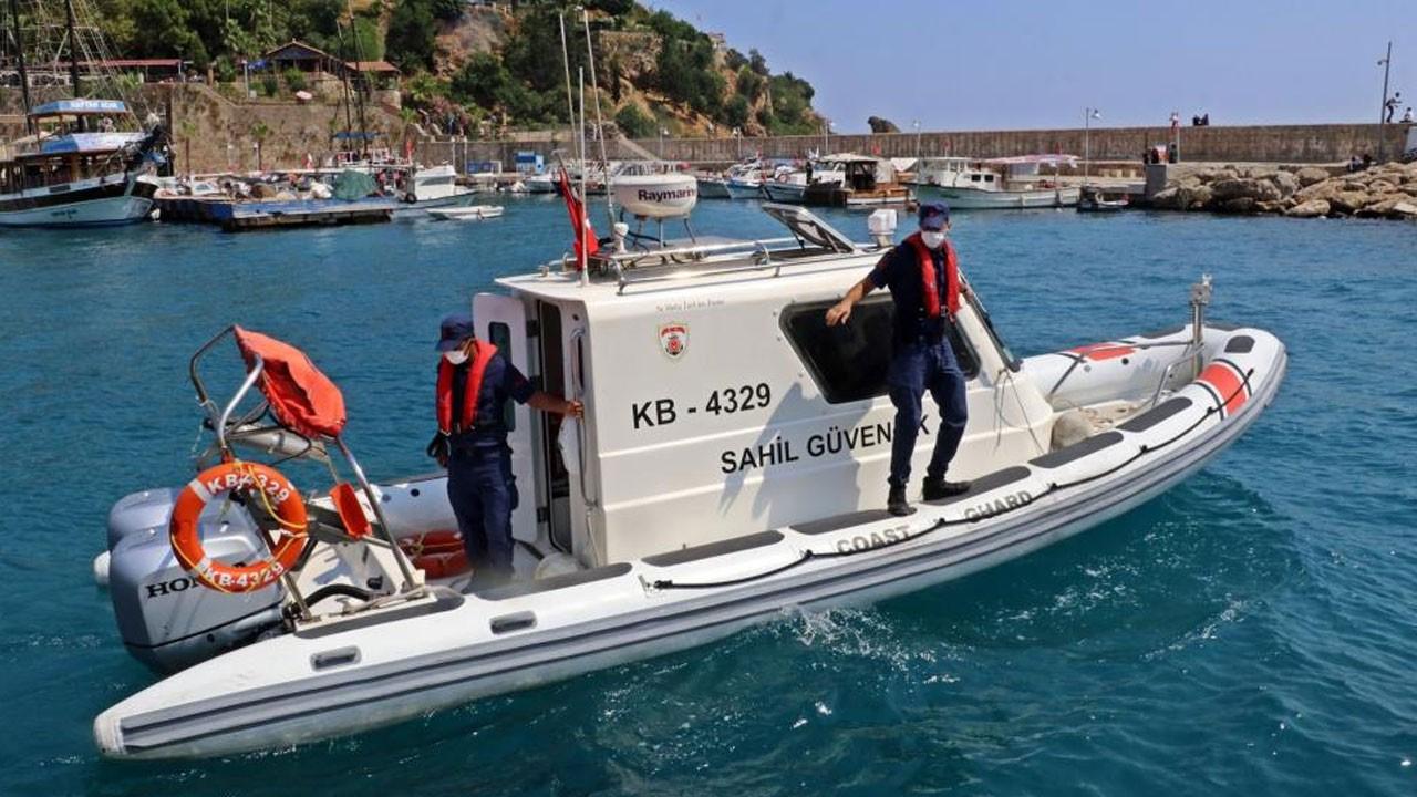 2 saat denizde mahsur kalan adam kurtarıldı!