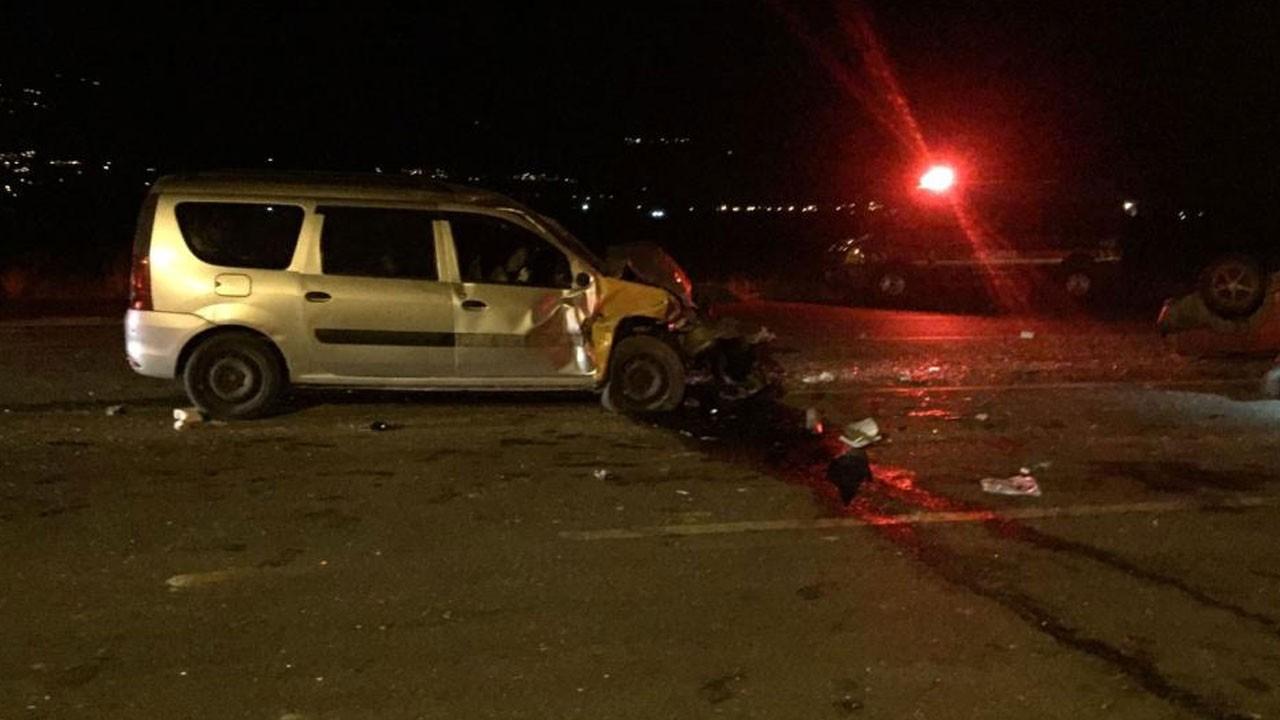 2 aracın kafa kafaya çarpıştığı kazada can pazarı!