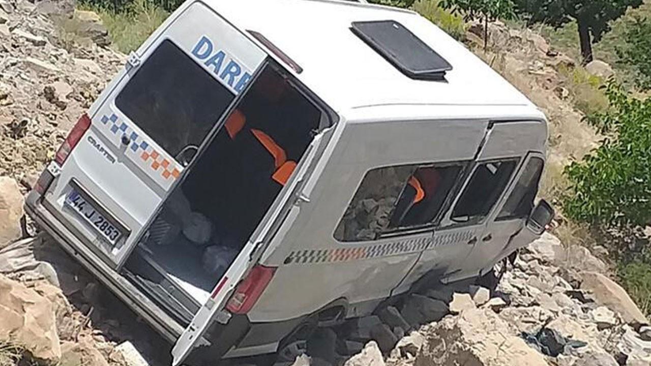 Malatya'da yolcu minibüsü devrildi! Çok sayıda yar