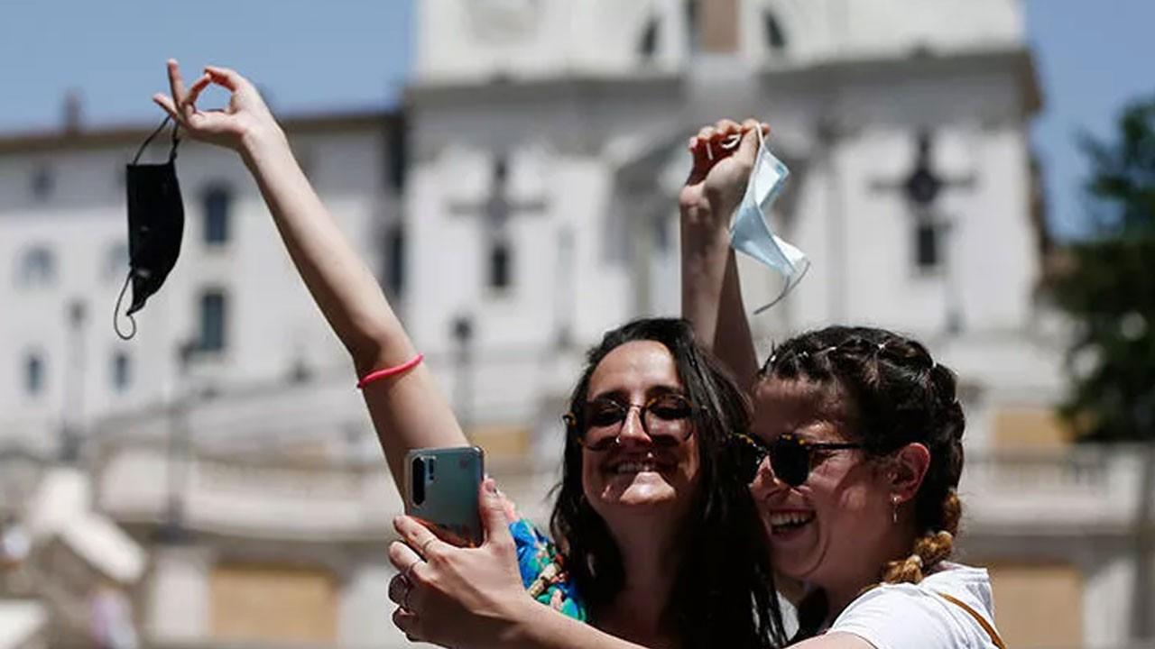 İtalya'da son durum! Bir günde 2 bin 455 yeni vaka