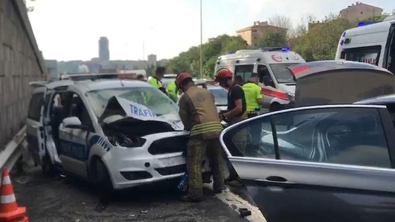 TEM'de feci kaza! Otomobille polis otosu çarpıştı