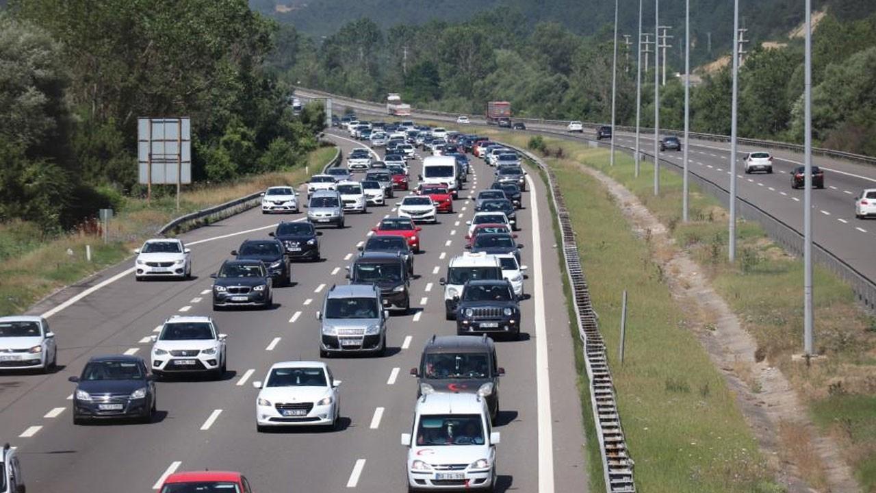 Tatilciler kilometrelerce araç kuyruğu oluştu