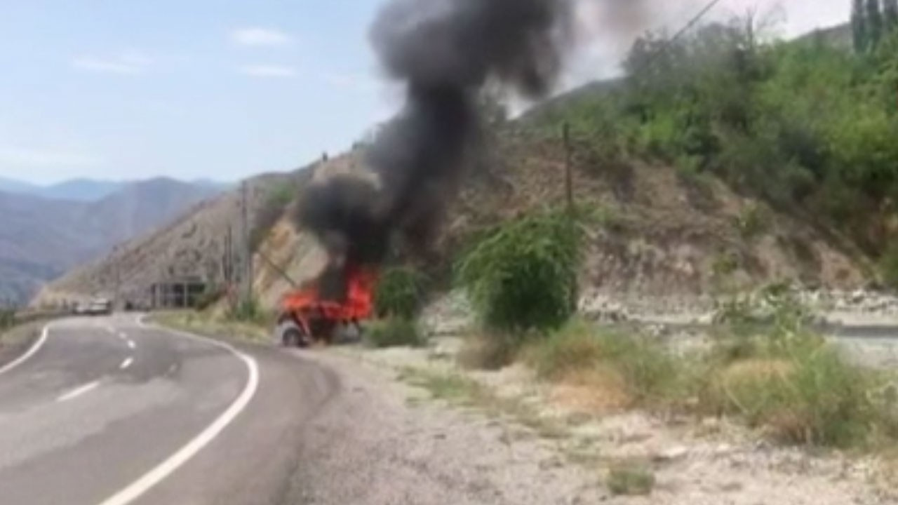 Kaza yapan araç alev topuna döndü
