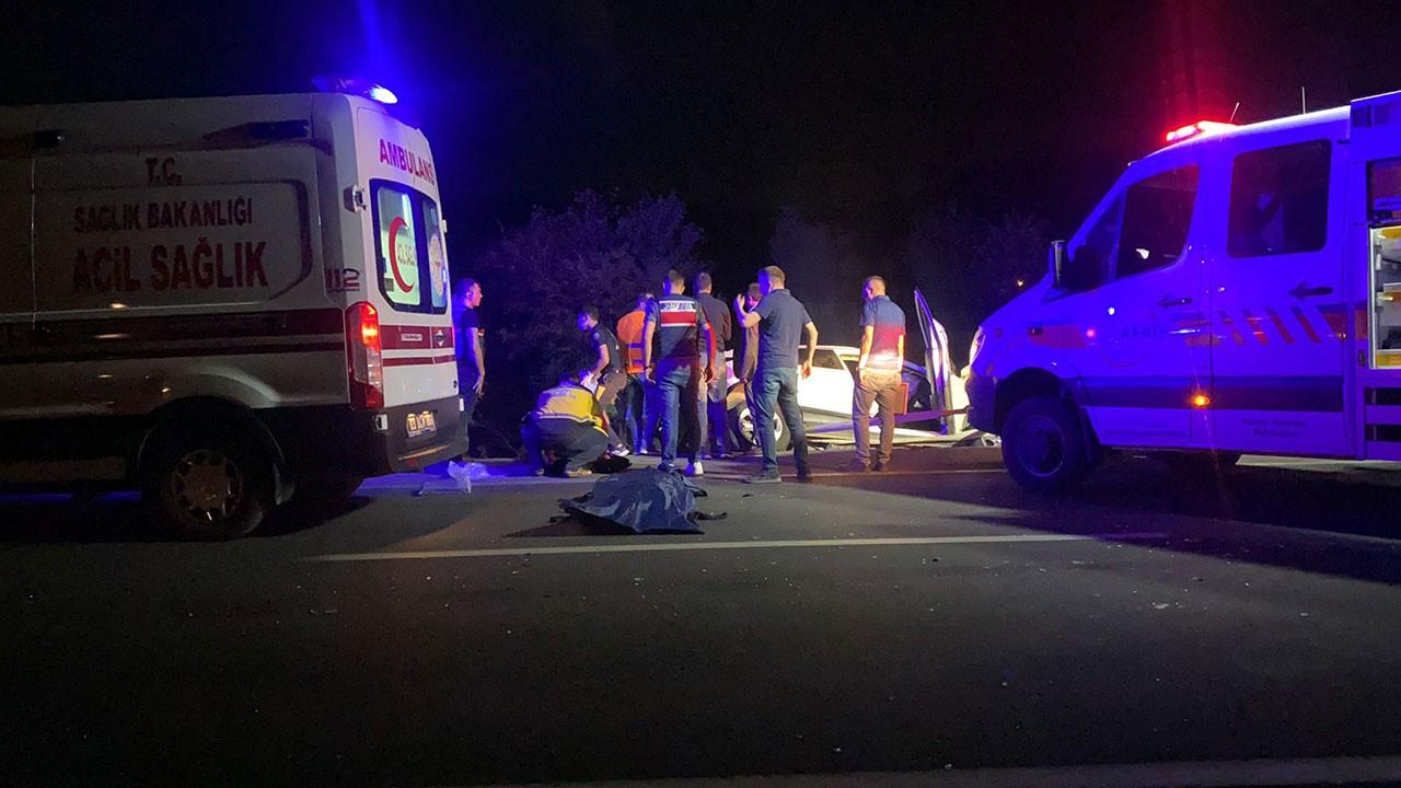 5 aracın karıştığı kazada 2'si çocuk 4 kişi öldü